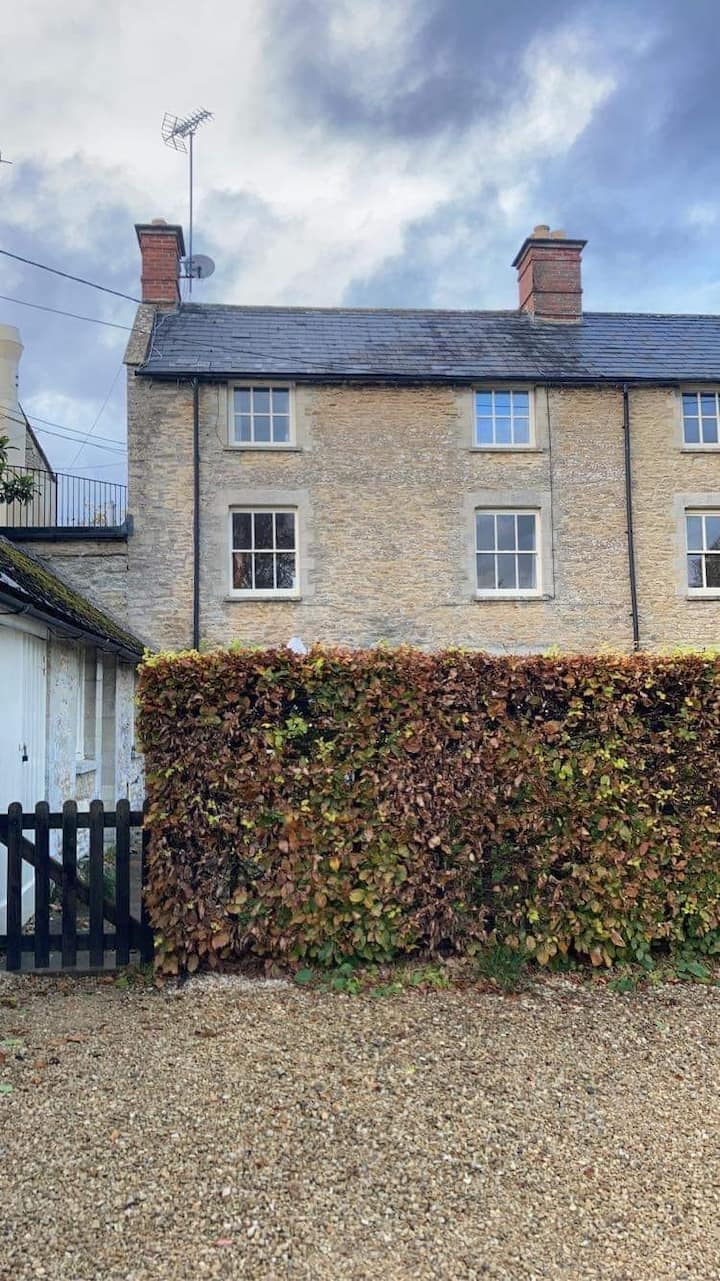 No.5 Meadowside, 3 bedroom Cotswold cottage.