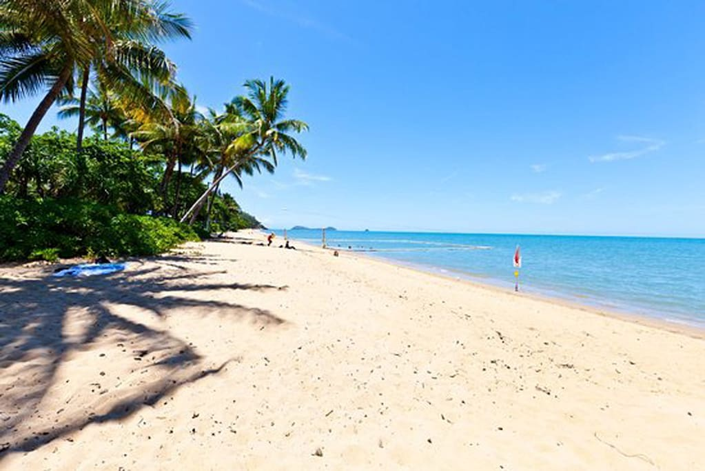 Tropical-Beach-Accommodation-Trinity-Beach-Getaway-Holiday-Home-Qld