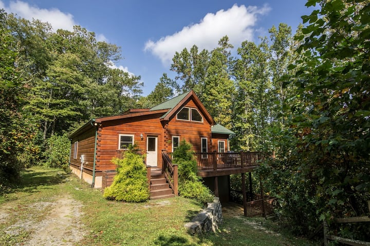 Falling Waters - Hot Tub, Pet Friendly, 5 minutes from Mast General Store!