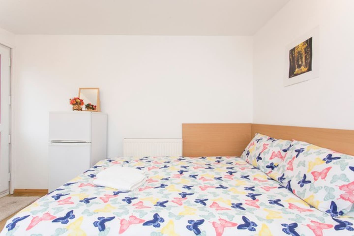 Private EN-SUITE 5 min walk to London Excel, 100% Acceptance & Response Rate, Last Minute Requests & Emergency Bookings, 10min access O2 Arena, Stratford Int & Westfield, Canary Wharf, Bank, London Bridge, London Eye, Tower Bridge. Hosts support 24/7