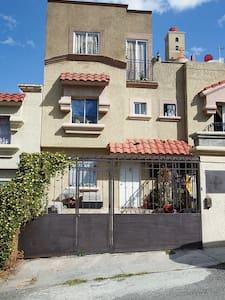 Habitación, todos los servicios en excelente zona - Cuautitlán Izcalli - 独立屋