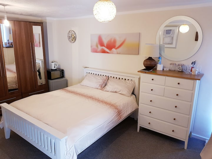 ExtraDouble Room + Balcony in a share 3 Bed House