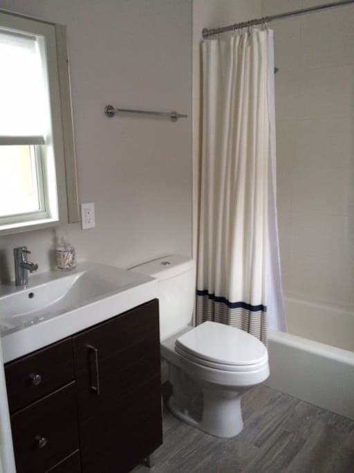 Fully renovated en-suite bathroom