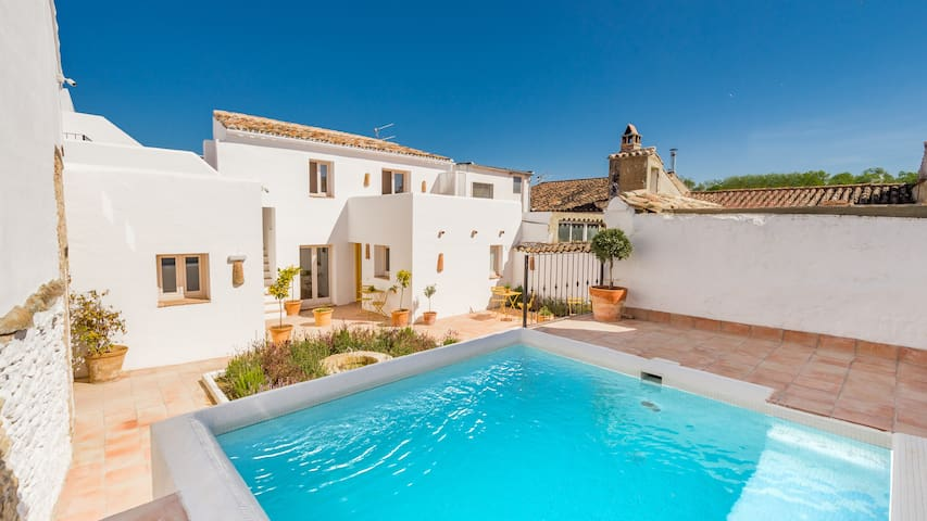 Ronda Garden flat with own terrace and shared pool