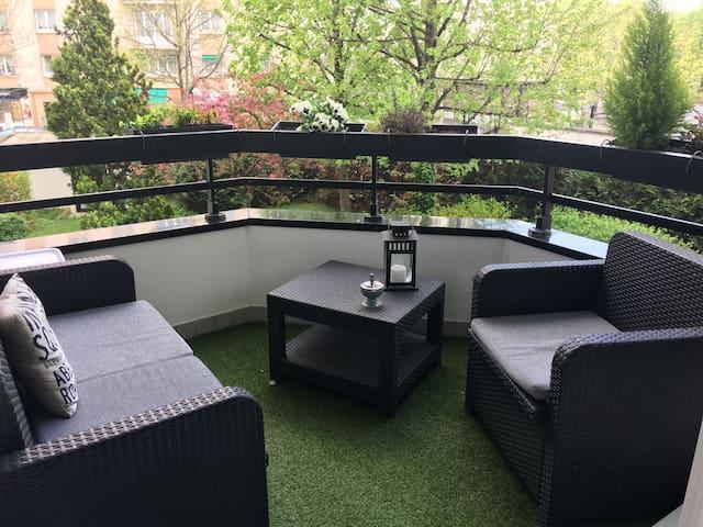 Appartement chaleureux, neuf, équipé - Courbevoie - Byt