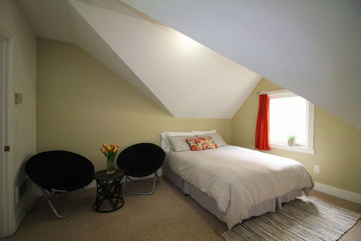 Capitol Hill &Broadway Home Room#D Free Parking
