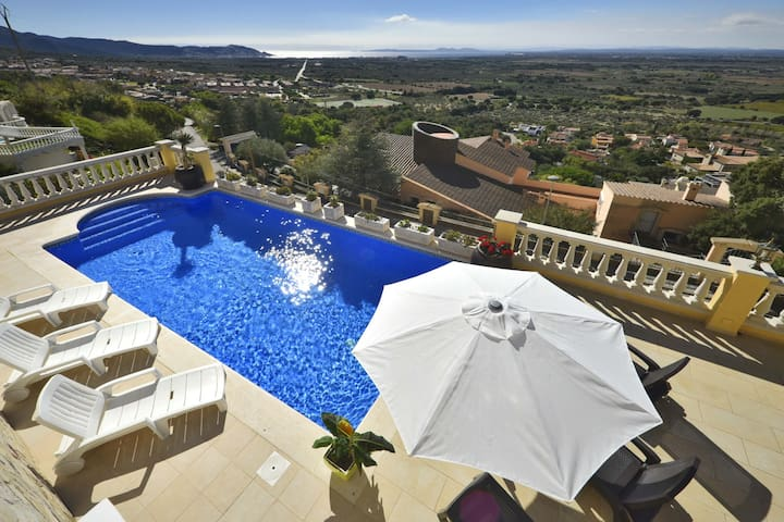 MAGNIFICENT MEDITERRANEAN VILLA WITH SWIMMING POOL AND SPECTACULAR SPECTACULAR VIEWS - Can Isaac