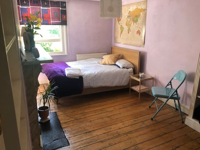 Spacious room in Stoke Newington Church Street