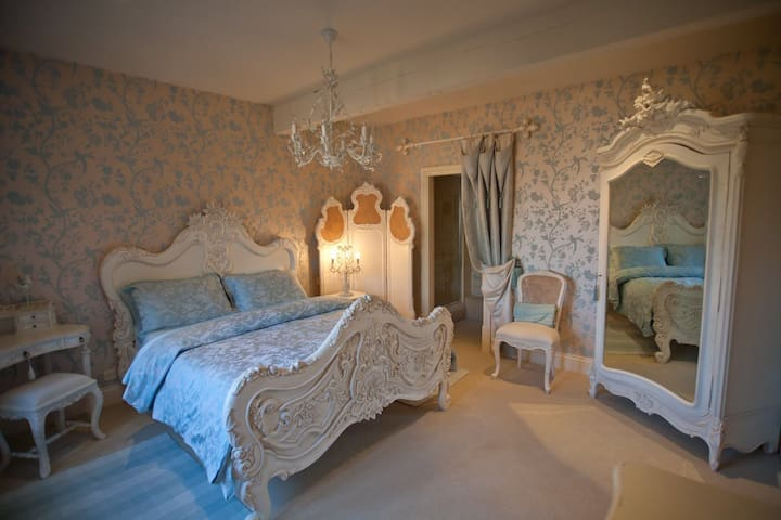 Luxury Accommodation near Eden Hall & Newark - A Perfect Romantic Getaway