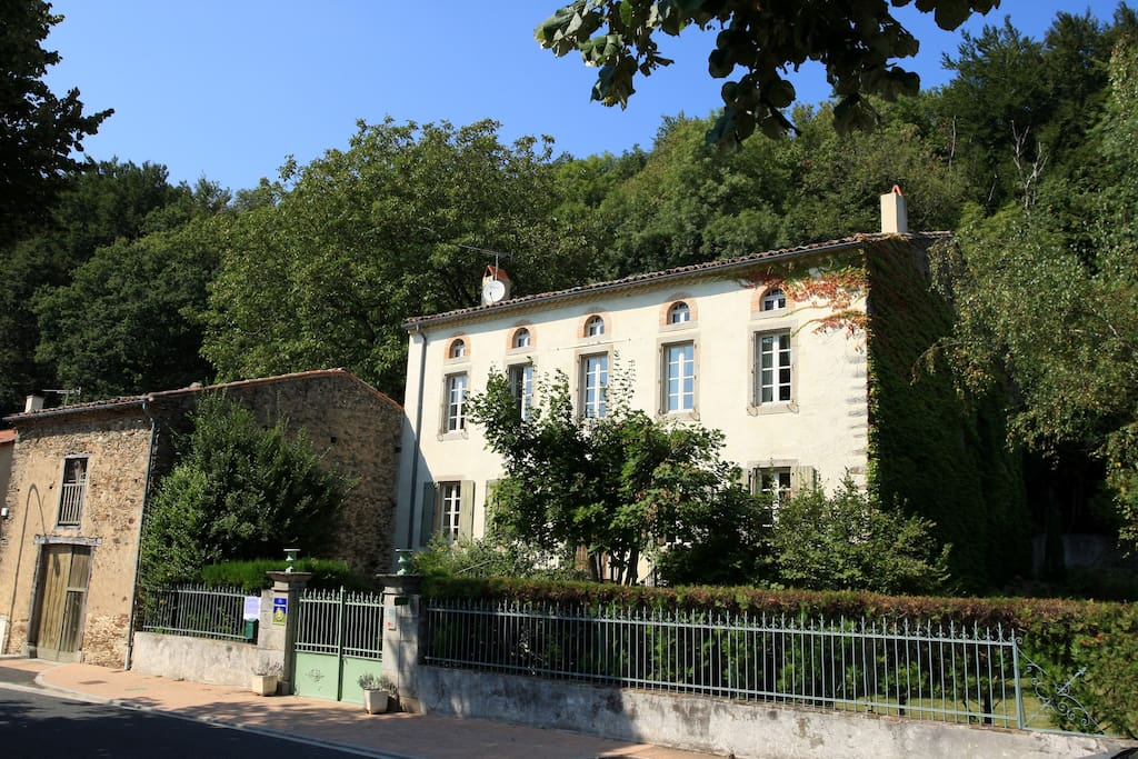 Chambre beige chambres d 39 h tes louer les cammazes for Maison hote pyrenees