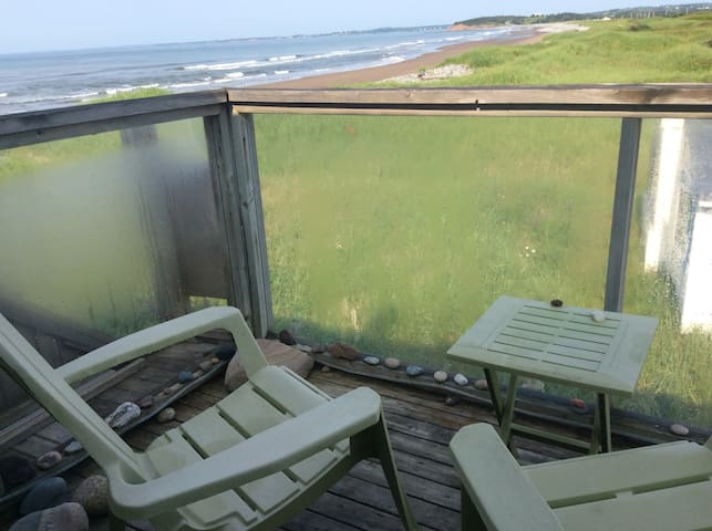SEARENITY OCEANFRONT Studio Apt. - East Lawrencetown - Casa