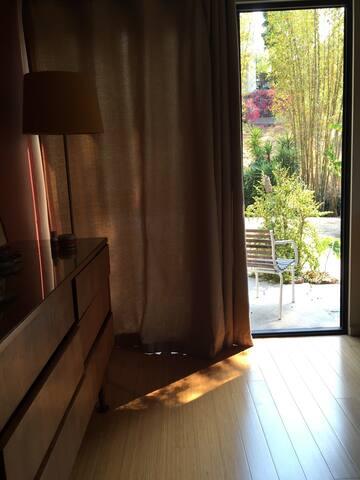 Private Room and bath, nature view, heart of LA!