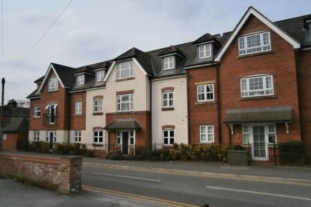 Lovely 2 bed 2 bath, near airport - Handforth
