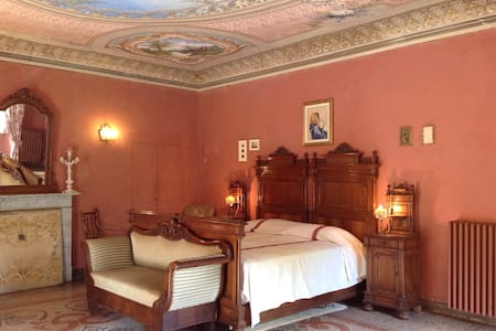 A Romantic retreat in Villa Corinna - Villanova Mondovì - Hus