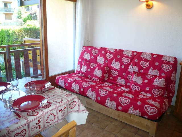 Find peace and relaxation with your close friends and family in this cozy apartment.