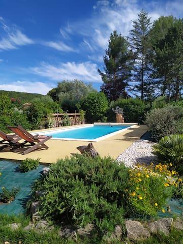 Gite/2 à 4 pers/ Malaucène/piscine/ jardin/calme