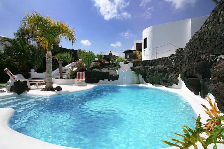 Casa Teiga pool area