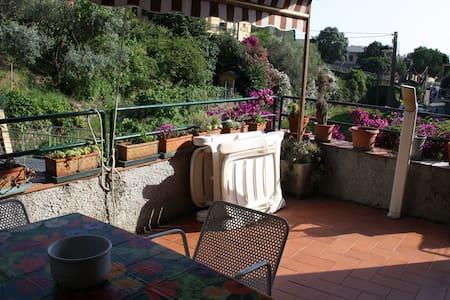 Casa con terrazza e posto auto - Bonassola