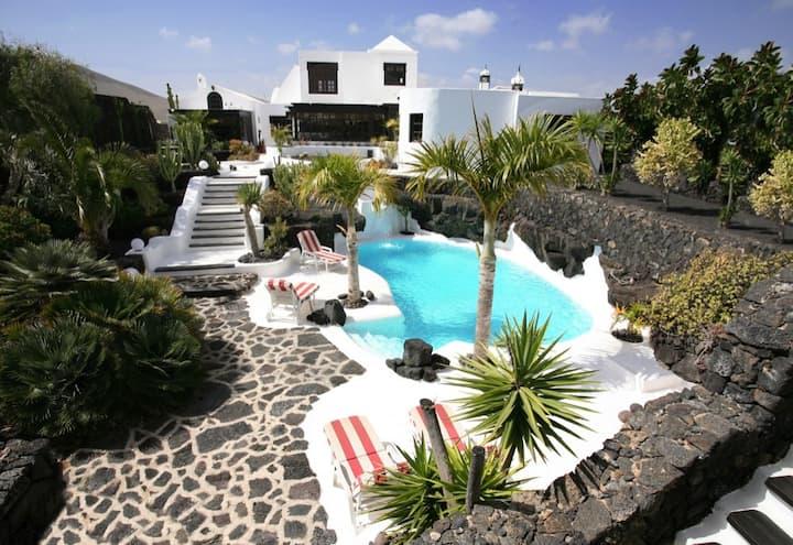 Spectacular Villa With Lagoon Pool On Lava Field
