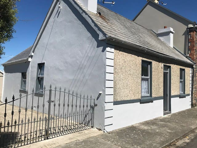Cosy Village Cottage in West Clare