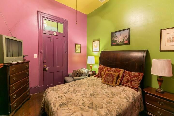 Mag's Guest House Suite D