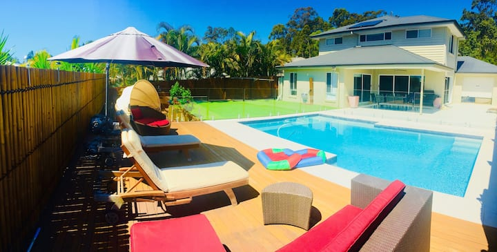Noosa's Little Piece of Paradise with Pool & Sauna