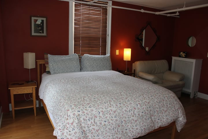 Unique & Peaceful Home - Maple