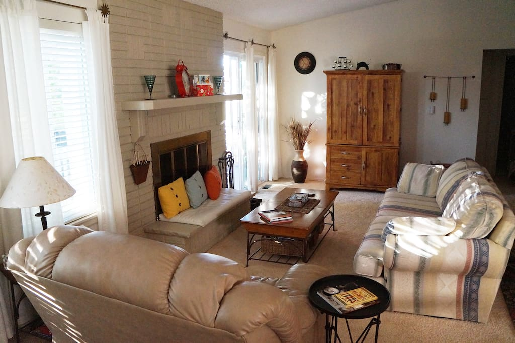 """Comfortable open concept living room/dining room: """"Cindi and Steve's place was clean, comfortable and we instantly felt at home. Traveling is so much better when you can stay in a home rather than a hotel. Thanks for the great stay!"""" — Virginia L."""