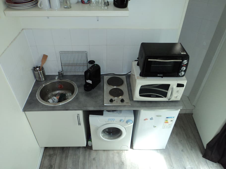 Kitchen furnished