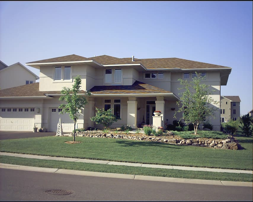 Contemporary Craftsman in Eden Prairie, named #2 among America's Top 10 Places to Live by Money Magazine.