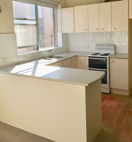 2 bedrooms 200m to Eastwood Station