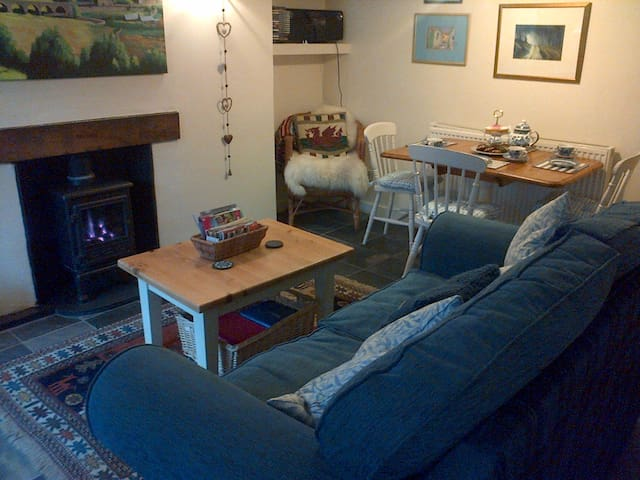 Crud yr Awel/Cradle of the Breeze - cosy Snowdonia