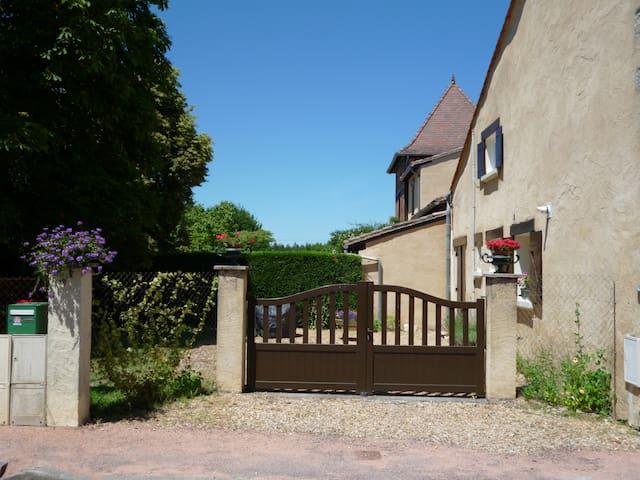 LES SUREAUX- LE GITE 3 étoiles par CDT24 - Le Pizou - Rumah