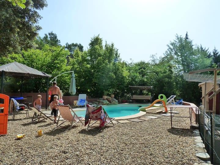Maison de famille près du GR Compostelle, Berne,..