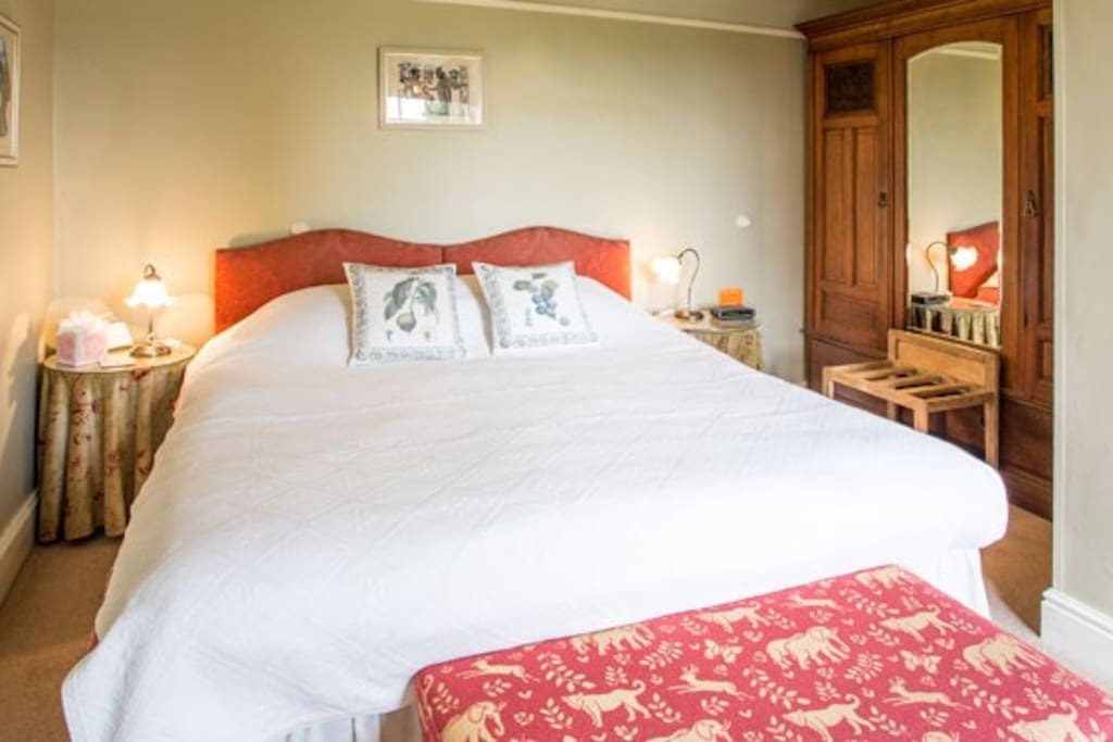 Cotswold B&B -  Steeple Room   is a comfortable and quality super kingsize room