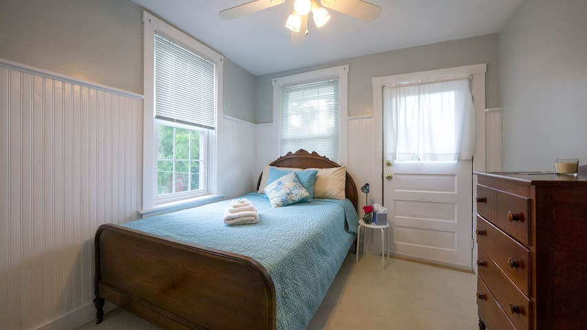 Quiet Room in a Charming Row Home - Lancaster - Casa