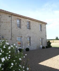 Traditional Farmhouse nr La Rochelle & beaches - Landrais