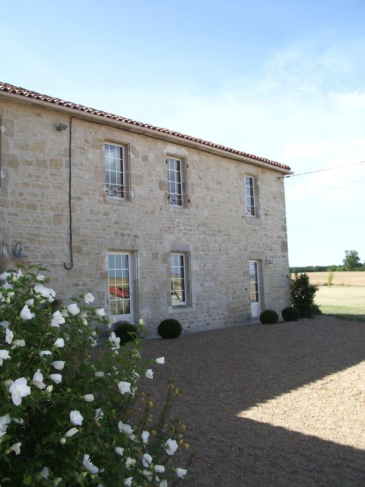 Traditional Farmhouse nr La Rochelle & Re &beaches