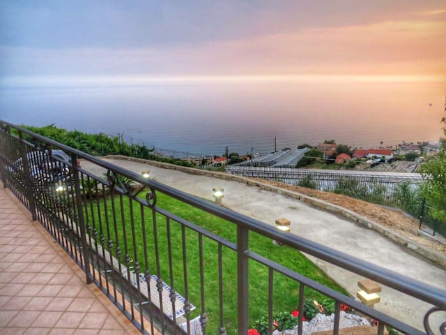 House With View - San Remo - Huis