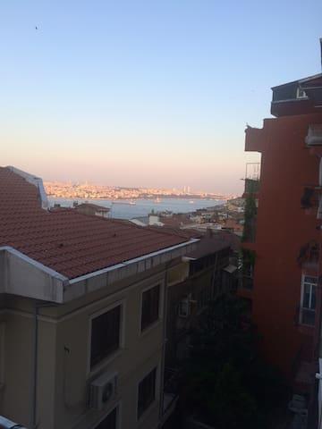 Cihangir'de deniz manzaralı daire - Istanbul - Byt