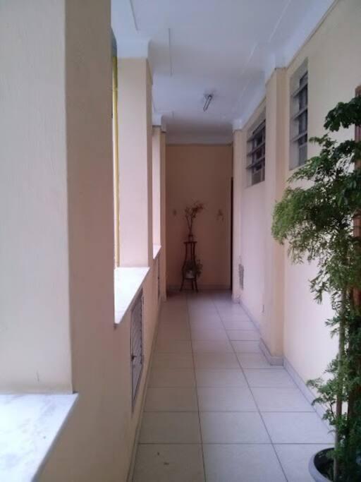 Corredor do prédio de acesso ao apartamento