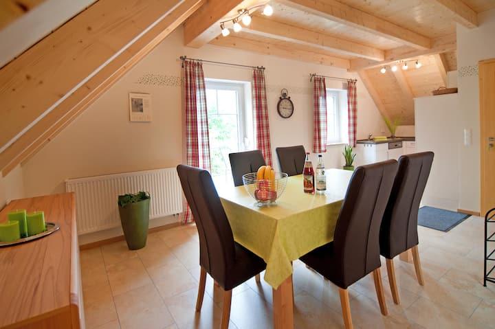 Ferienhof Gögelein (Feuchtwangen), Ferienwohnung Apfel mit großem Wohnbereich