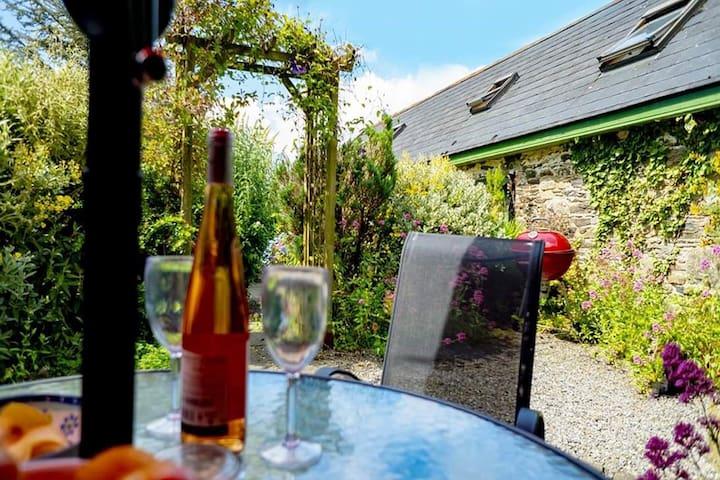 Doyle's Cottage explore or enjoy the peace&quiet !