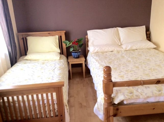 Triple Room - double & single bed - Kilkenny - Casa