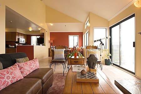 Room type: Entire home/apt Property type: Condominium Accommodates: 6 Bedrooms: 3 Bathrooms: 2.5