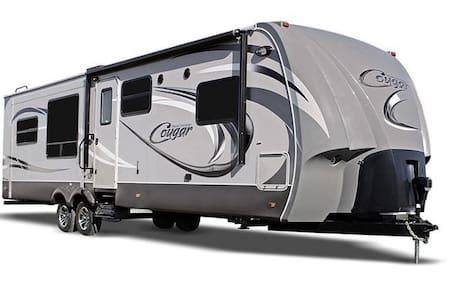 Large 35 ft. 2013  travel trailer - Karavan