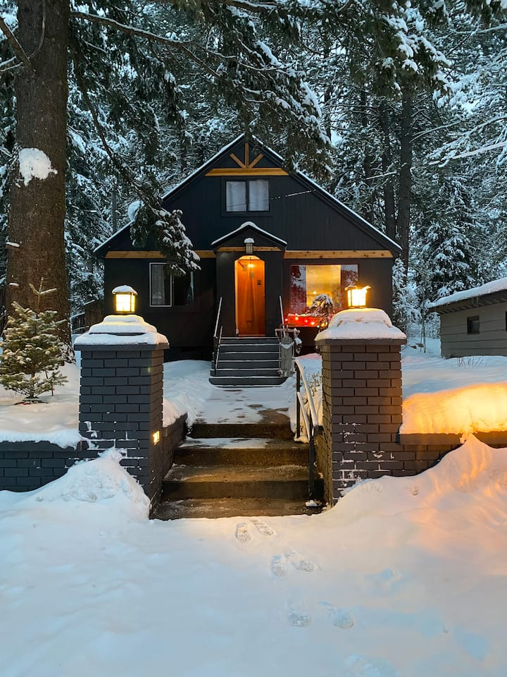 Beautiful Cabin Getaway In the Heart of McCall