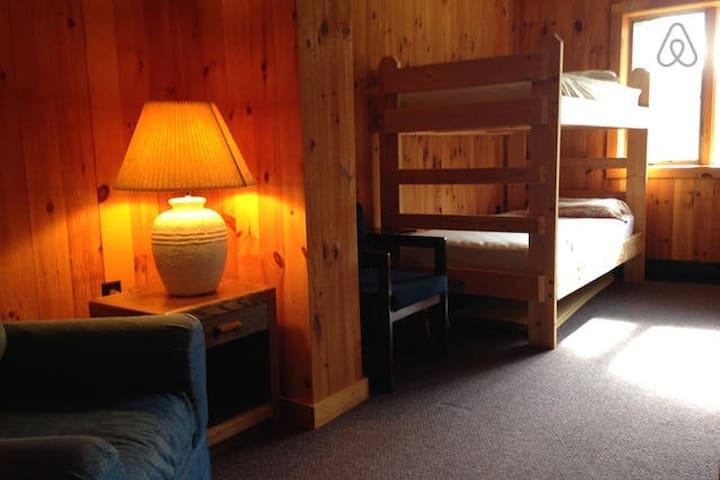 The Bunkhouse at Cascade Ski Lodge - room 6 - Lake Placid - Yatakhane
