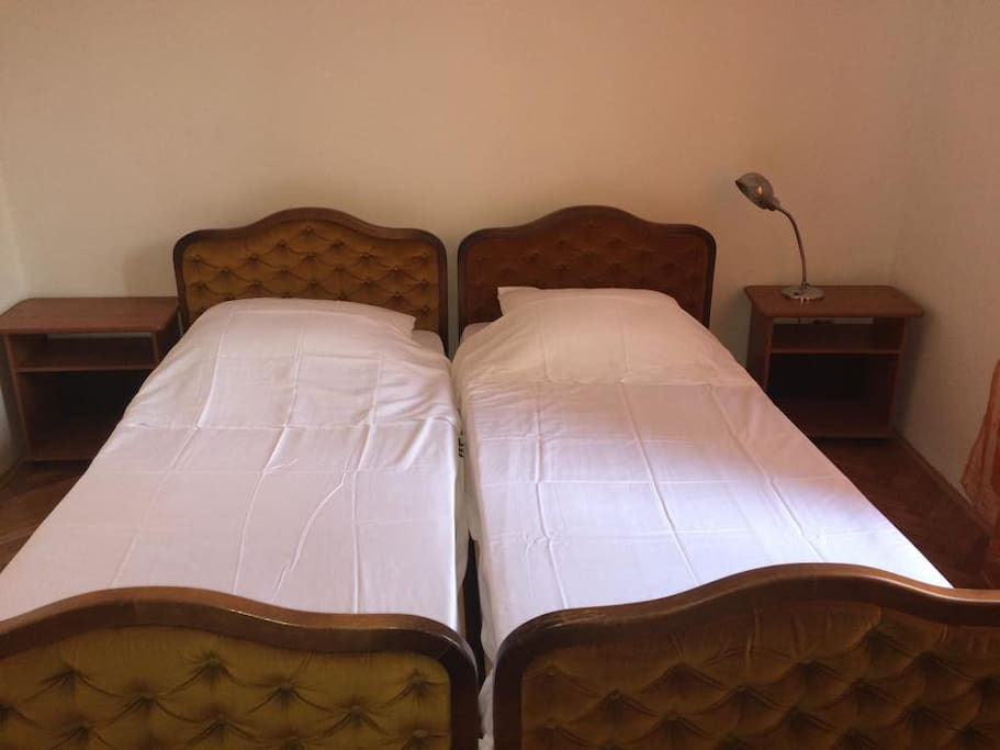 It is possible to separarate beds in bedroom
