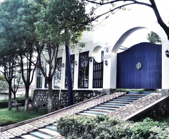 美泉沐浴文化民宿,地处中国南京汤山国家温泉度假区。沐浴温泉、沐浴文化、沐浴心灵。